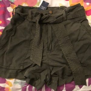 Belted loose shorts